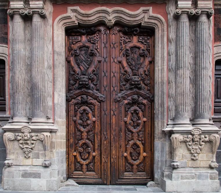 Tipos de puertas de cedro