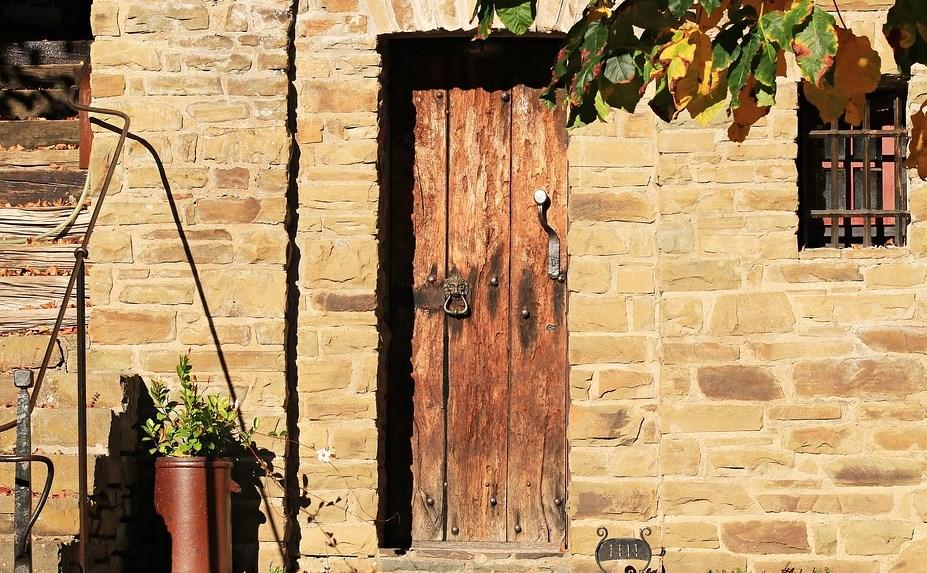 Ventajas de las puertas de cedro